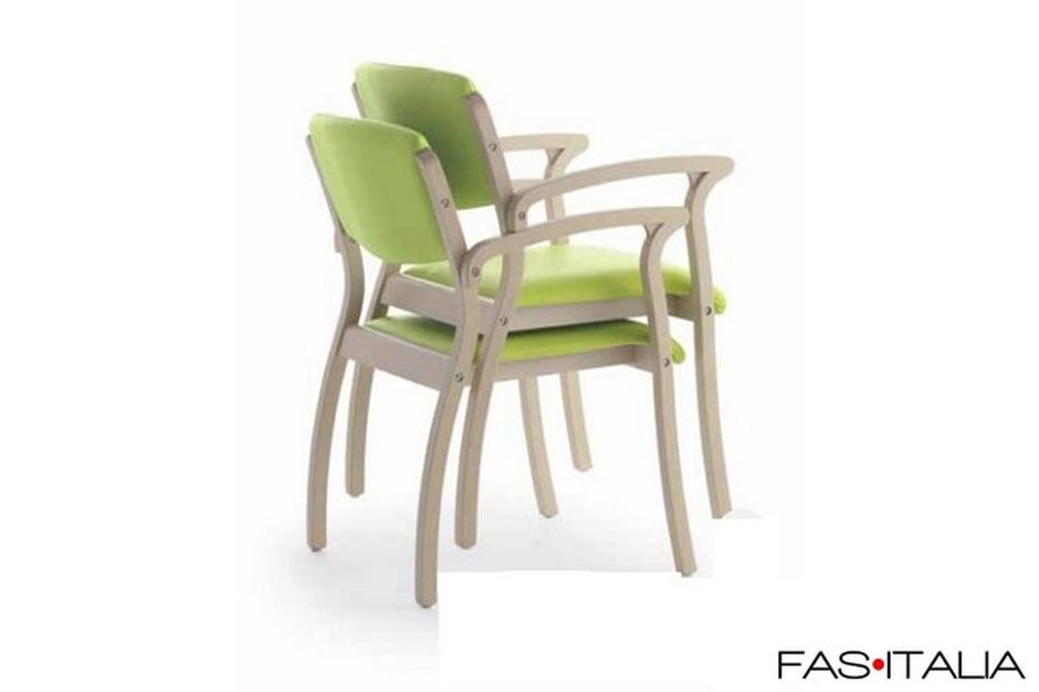 Sedie In Legno Con Braccioli : Sedia in legno di faggio impilabile con braccioli fas italia